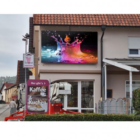 Outdoor LED Videowall mit 4,81mm Pixelabstand