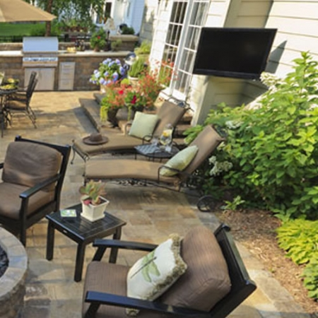 Outdoor LED TV Monitor mit Wetterschutz 55 Zoll